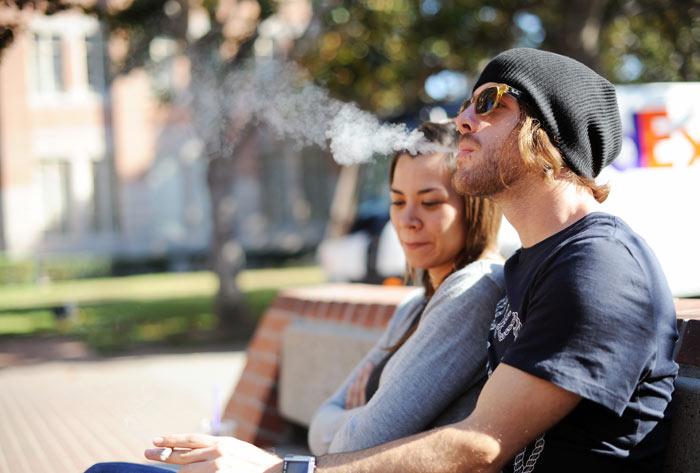 Photo of Les jeunes fument moins grâce à la cigarette électronique